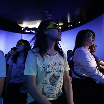 「ウルトラマンゼロ」夏休み特別上映決定!複数人で楽しめるVRシアター「4D王」がタイトーステーション マリノア店に8月5日(土)オープン!