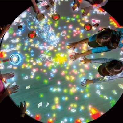 大人も子供も1日中楽しめる体感型知育空間『チームラボ 学ぶ!未来の遊園地』『TOYS CAFE』イオンモール宮崎に3月16日(金)オープン!